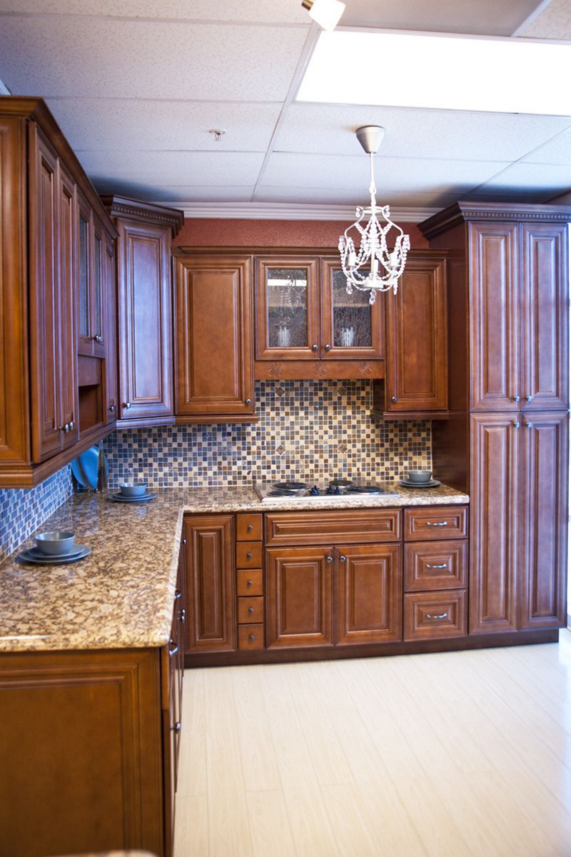 Chocolate glaze kitchen cabinet pictures for Cocoa glaze cabinets