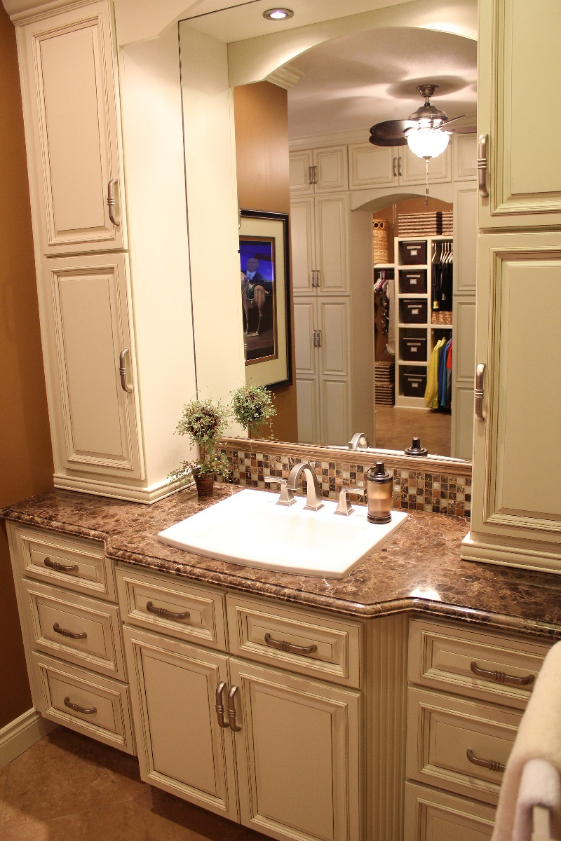 30 Wonderful Bathroom Vanities And Linen Cabinets
