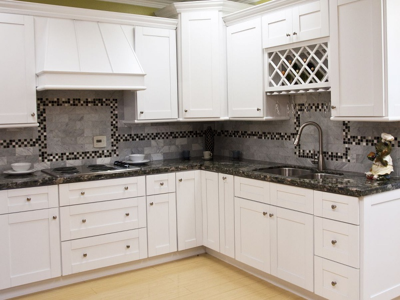 Mayland white shaker kitchen cabinet pictures - Kitchen images with white cabinets ...